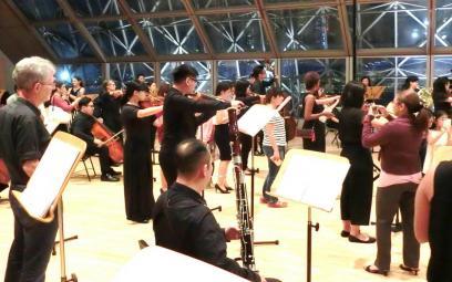 Một cuộc dạo chơi náo nhiệt giữa dàn nhạc