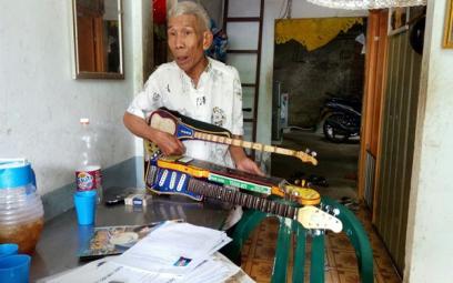 """Nghệ nhân Lê Thanh Quý với những cây đàn """"độc và lạ"""""""