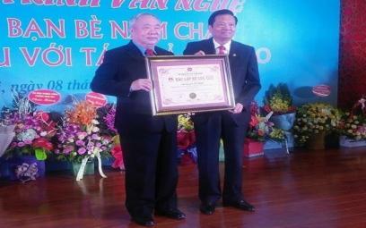 """Nhạc sĩ Vũ Mão được trao Bằng kỷ lục Việt Nam: """"Người sáng tác nhiều ca khúc viết về các địa danh nổi tiếng trên thế giới"""""""