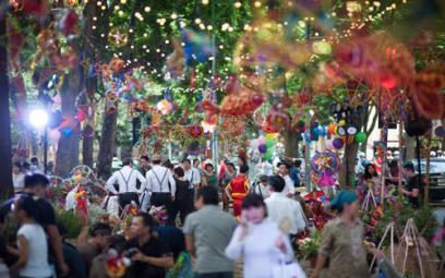 """500 nghệ sĩ tham gia """"Thu vọng nguyệt"""" tại Văn Miếu"""