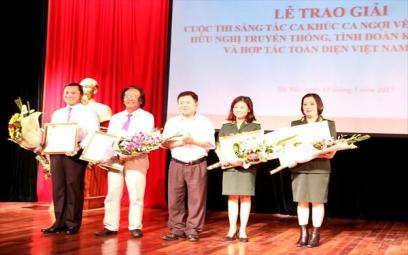 Trao giải Cuộc thi sáng tác ca khúc về mối quan hệ hữu nghị Việt Nam – Lào